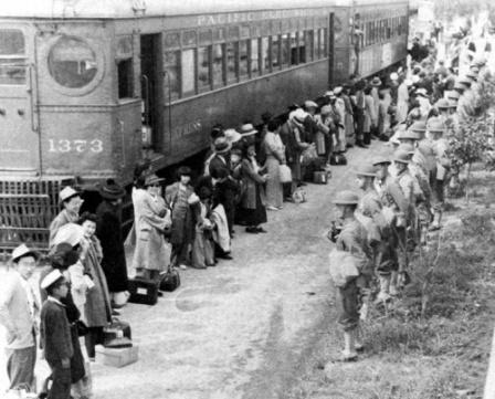 Japonezi imbarcati in vagoane - Lagare de concentrare